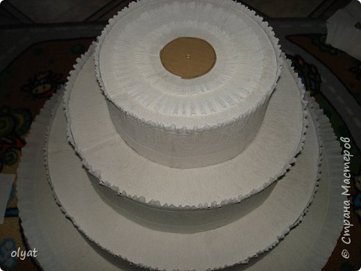 Мастер-класс Свит-дизайн День рождения Моделирование конструирование Торт из сладостей в детский сад Бумага гофрированная Картон гофрированный Клей Скотч фото 16