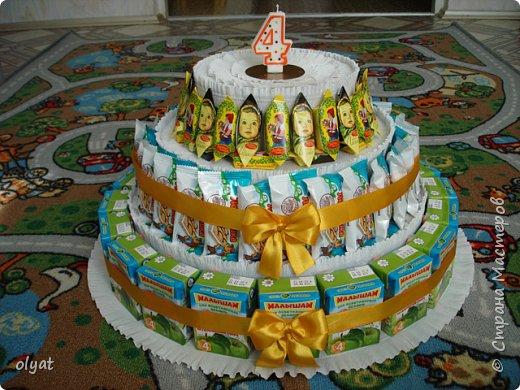 Мастер-класс Свит-дизайн День рождения Моделирование конструирование Торт из сладостей в детский сад Бумага гофрированная Картон гофрированный Клей Скотч фото 1