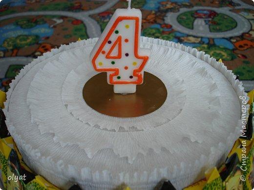 Мастер-класс Свит-дизайн День рождения Моделирование конструирование Торт из сладостей в детский сад Бумага гофрированная Картон гофрированный Клей Скотч фото 19