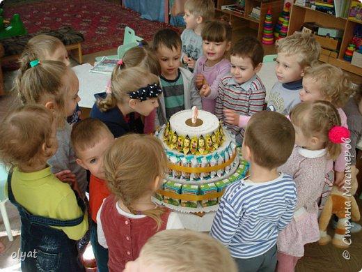 Мастер-класс Свит-дизайн День рождения Моделирование конструирование Торт из сладостей в детский сад Бумага гофрированная Картон гофрированный Клей Скотч фото 20