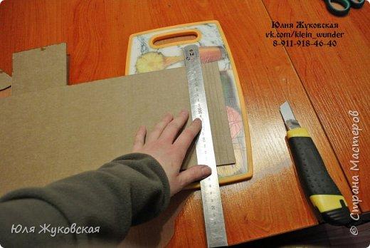 Мастер-класс Поделка изделие Картонаж Сундучок из картона с фактурой из фольги Картон гофрированный Клей Краска Фольга фото 5