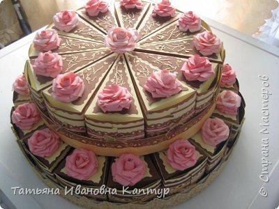 торт состоит из 28 кусочков. поэтому получилось два яруса.