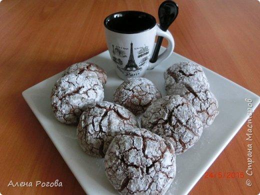 Печенье для любителей шоколада. Очень,очень шоколадное))) По вкусу и виду немного  напоминает  шоколадные прянички. Особенно привлекает простота его приготовления.