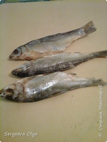 Здравствуйте, уважаемые Мастера и Мастерицы! Увидела в Интернете букет из сушеной рыбы как вариант подарка для мужчины, решила сделать, а заодно поделиться процессом изготовления. фото 3