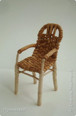 Выезжаем на дачу с плетёной мебелью!  Трубочки из трети А4, спица 1,5. Около 50 штук.