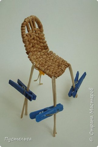 Кукольная жизнь Мастер-класс Плетение Стульчик Трубочки бумажные фото 12