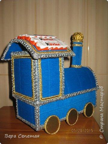 Вот такой паровозик сделала племяннику на день рождения. Он очень любит поезда. Делала вот по этой фотографии http://gallery.ru/watch?ph=bsPP-fK3oB, только конфет взяла поменьше. фото 3