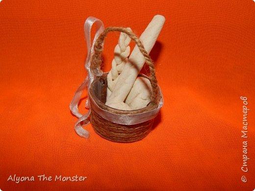 Всем привет! Сегодня я расскажу вам о кукольных корзинке и хлебе. фото 3