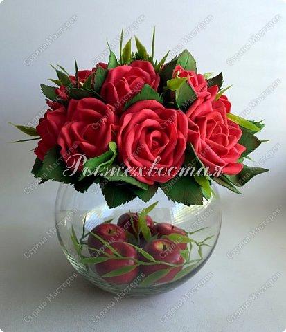 Здравствуйте, дорогие жители страны!!! Показываю свою прошлую работу. Розы были накручены для керамической чашки салатовово цвета, но не прижились в ней. Переселила их в стеклянную вазу и нравится как вышло. фото 1