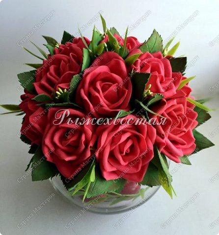 Здравствуйте, дорогие жители страны!!! Показываю свою прошлую работу. Розы были накручены для керамической чашки салатовово цвета, но не прижились в ней. Переселила их в стеклянную вазу и нравится как вышло. фото 2