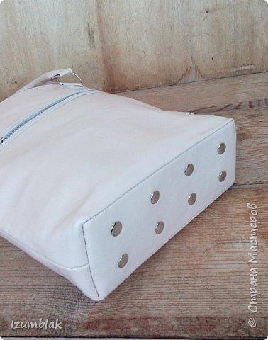 Сумочка сшита  из натуральной итальянской кожи шевро цвета топленого молока. фото 4