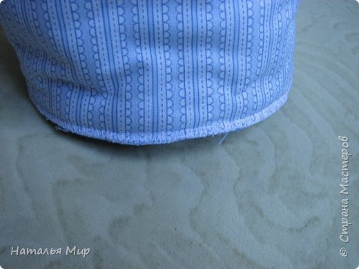 будем шить вот такую сумку, в хозяйстве полезную, для хранения чего-нибудь (на пример клубочков и обрезков ткани) пригодная. И для уличного рукоделия не бесполезная, положил туда нитки, крючки, иголки, клубочки... повесил на руку, и занимайся с детьми гуляя :)) фото 27