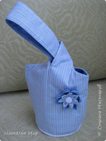 будем шить вот такую сумку, в хозяйстве полезную, для хранения чего-нибудь (на пример клубочков и обрезков ткани) пригодная. И для уличного рукоделия не бесполезная, положил туда нитки, крючки, иголки, клубочки... повесил на руку, и занимайся с детьми гуляя :)) фото 2