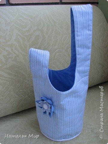 будем шить вот такую сумку, в хозяйстве полезную, для хранения чего-нибудь (на пример клубочков и обрезков ткани) пригодная. И для уличного рукоделия не бесполезная, положил туда нитки, крючки, иголки, клубочки... повесил на руку, и занимайся с детьми гуляя :)) фото 1