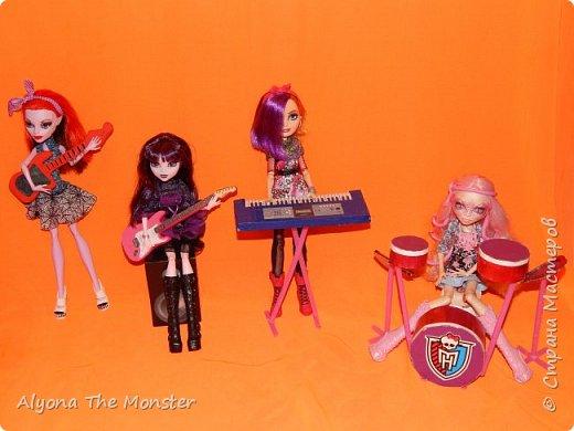 """Всем привет! Сегодня я сдаю работу на конкурс """"Увлечение моей куклы"""". Мои куклы играют в музыкальной группе. фото 1"""