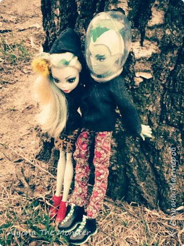 Всем привет! Ещё весной я с Лагуной и Гилом устроила весеннюю фотосессию. Здесь они стоят около дерева. фото 2