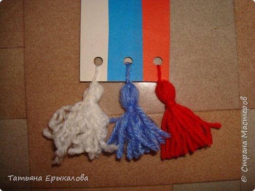 В честь Дня России мы решили с воспитанниками нашей группы ( 4 - 6 лет) сделать закладки для книг, взяв за основу три цвета нашего флага. фото 4