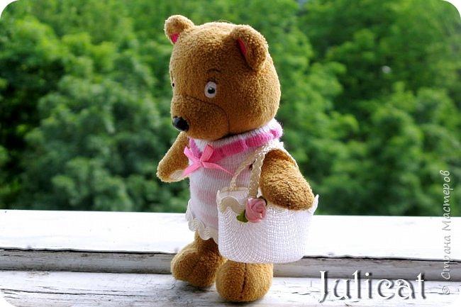 Приветствую Вас, дорогие жители и гости Страны Мастеров! Сегодня покажу вам небольшой и не сложный МК летней кукольной сумочки, или в моем случае  - сумочки для Мишутки Даринки (кто еще не знаком с ней, прошу посетить предыдущие мои темы про кукольный домик для Мишутки).  Идея родилась спонтанно, после случайной встречи на просторах инета с вот такой кукольной корзинкой для малыша http://www.liveinternet.ru/users/dred12/post235826079.  фото 20