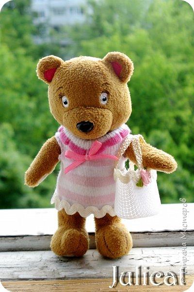 Приветствую Вас, дорогие жители и гости Страны Мастеров! Сегодня покажу вам небольшой и не сложный МК летней кукольной сумочки, или в моем случае  - сумочки для Мишутки Даринки (кто еще не знаком с ней, прошу посетить предыдущие мои темы про кукольный домик для Мишутки).  Идея родилась спонтанно, после случайной встречи на просторах инета с вот такой кукольной корзинкой для малыша http://www.liveinternet.ru/users/dred12/post235826079.  фото 19