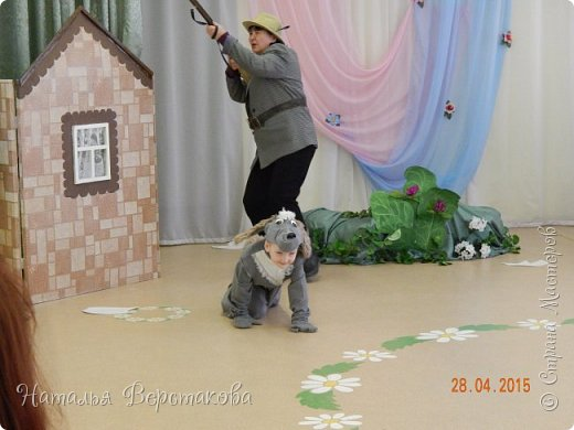 """В мае мы в садике ставили мюзикл """"Гадкий утёнок"""". Костюмы придумывали сами, я шила. Утка с утятами... фото 8"""