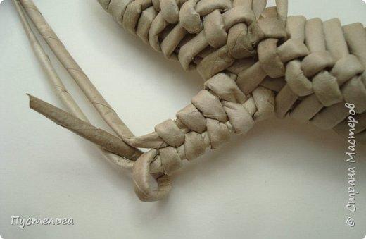 Для моих юных мастеров, отдыхающих далеко от меня, размещаю мастер-класс ящерки. Поплетём ))  Трубочки из трети А4 потребительской бумаги, спица 1,5, 28 штук. Длина ящерки - 27 см. фото 27