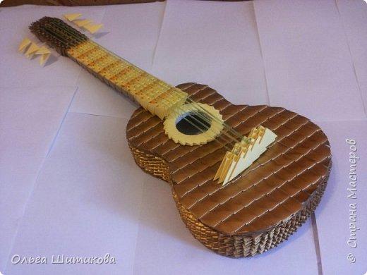 Хотелось сделать на подарок что то свое, необычное. В итоге получилась такая гитара. фото 5