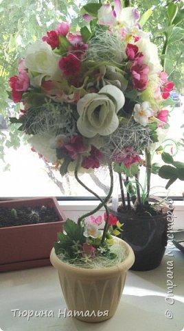 Здравствуйте))!!! Сегодня с новым топиариком! Получилось на этот раз вот такое деревце. В работе использовала искусственные цветы, сизаль, органзу.