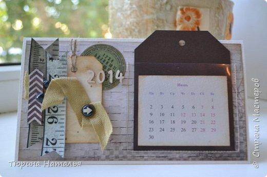 Календарики на стол делала на работу. Теги с месяцами вкладываются поочередно в кармашек прозрачный. а те. что еще не дождались своей очереди ,лежат сзади в кармане.