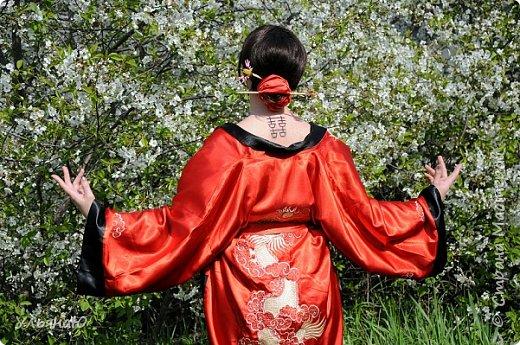 """Всем прекрасного настроения, СТРАНА!!! Продолжая серию """"Костюмы и образы своими руками или занятие для души"""" представляю вам новый образ - Китайская народная культура. Этот образ я придумала для своей сестрички Ксюши. Сначала хотела фотосет устроить в персиковом саду, но как всегда - то дождь, то все заняты, а ехать на машине 2 часа. Поэтому решили найти, что-то поближе и вот в 5 ти минутах ходьбы от дома цветущая вишня - тоже, красавица. фото 5"""