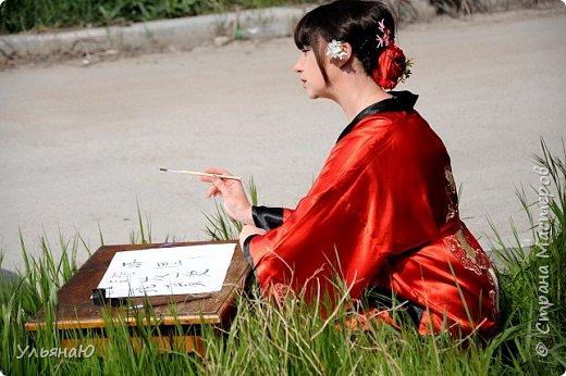 """Всем прекрасного настроения, СТРАНА!!! Продолжая серию """"Костюмы и образы своими руками или занятие для души"""" представляю вам новый образ - Китайская народная культура. Этот образ я придумала для своей сестрички Ксюши. Сначала хотела фотосет устроить в персиковом саду, но как всегда - то дождь, то все заняты, а ехать на машине 2 часа. Поэтому решили найти, что-то поближе и вот в 5 ти минутах ходьбы от дома цветущая вишня - тоже, красавица. фото 7"""