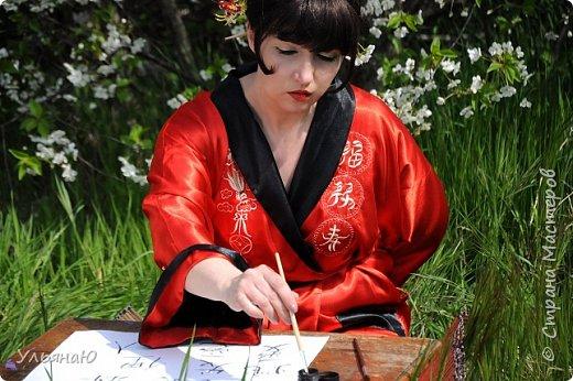 """Всем прекрасного настроения, СТРАНА!!! Продолжая серию """"Костюмы и образы своими руками или занятие для души"""" представляю вам новый образ - Китайская народная культура. Этот образ я придумала для своей сестрички Ксюши. Сначала хотела фотосет устроить в персиковом саду, но как всегда - то дождь, то все заняты, а ехать на машине 2 часа. Поэтому решили найти, что-то поближе и вот в 5 ти минутах ходьбы от дома цветущая вишня - тоже, красавица. фото 9"""