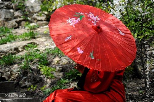 """Всем прекрасного настроения, СТРАНА!!! Продолжая серию """"Костюмы и образы своими руками или занятие для души"""" представляю вам новый образ - Китайская народная культура. Этот образ я придумала для своей сестрички Ксюши. Сначала хотела фотосет устроить в персиковом саду, но как всегда - то дождь, то все заняты, а ехать на машине 2 часа. Поэтому решили найти, что-то поближе и вот в 5 ти минутах ходьбы от дома цветущая вишня - тоже, красавица. фото 14"""