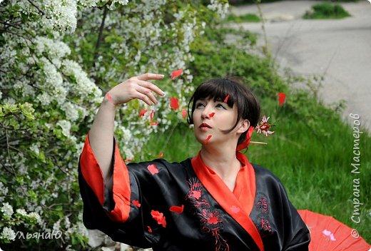 """Всем прекрасного настроения, СТРАНА!!! Продолжая серию """"Костюмы и образы своими руками или занятие для души"""" представляю вам новый образ - Китайская народная культура. Этот образ я придумала для своей сестрички Ксюши. Сначала хотела фотосет устроить в персиковом саду, но как всегда - то дождь, то все заняты, а ехать на машине 2 часа. Поэтому решили найти, что-то поближе и вот в 5 ти минутах ходьбы от дома цветущая вишня - тоже, красавица. фото 19"""