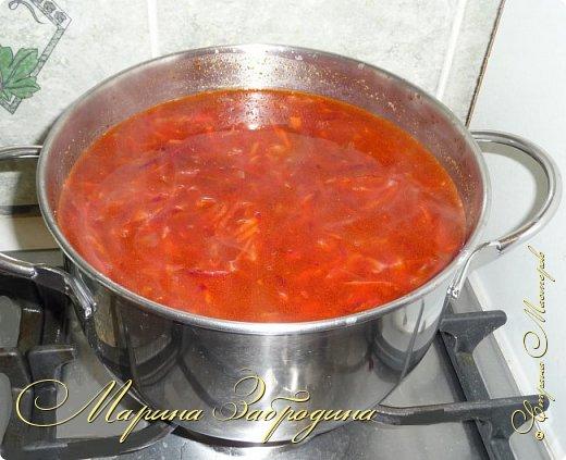 Всем привет! Сегодня пишу рецепт борща с говядиной на косточке.  Всегда получается ооочень вкусный, яркий и аппетитный. В этом рецепте я томатную пасту не использую. Добавляю только свежие помидоры и молодые овощи.