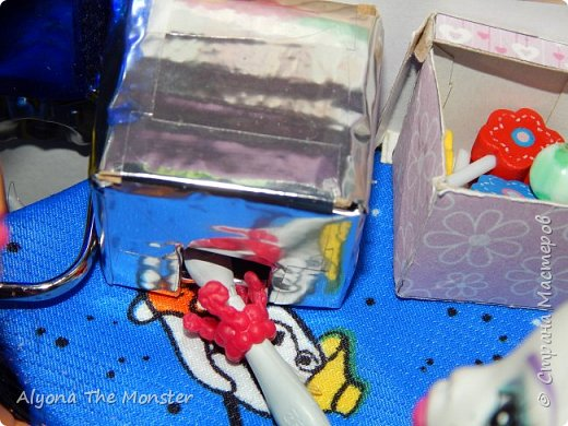 """Всем привет! Сегодня я сдаю работу на конкурс """"День кукольной красоты"""". Конечно, я не выиграю, но мне интересно принять участие! *** Недавно я сделала кукольный салон красоты. В последнее время многие делают домики - трансформеры, складные домики. И я в их числе. фото 16"""
