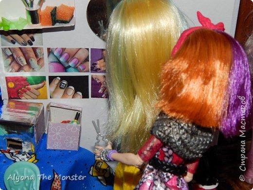 """Всем привет! Сегодня я сдаю работу на конкурс """"День кукольной красоты"""". Конечно, я не выиграю, но мне интересно принять участие! *** Недавно я сделала кукольный салон красоты. В последнее время многие делают домики - трансформеры, складные домики. И я в их числе. фото 19"""