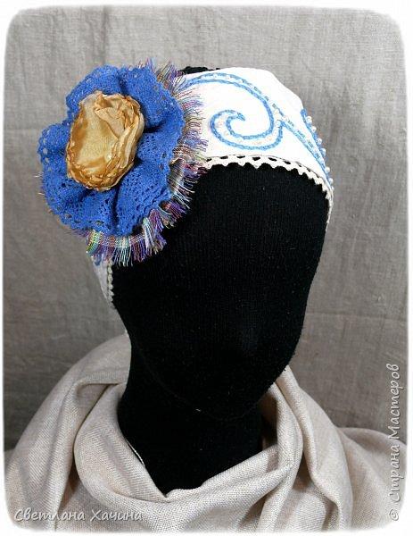 """Добрый день, умницы-красавицы-рукодельницы. Делюсь своей новой """"заморочкой"""". Заказали мне сшить девчушкам казачьи костюмчики. Я подумала, что уж здесь проблем не возникнет. Наивная.... Начать с того, что как оказалось в интернете не слишком много информации по казачьим костюмам, а уж наряд кубанских казачек найти просто не возможно. В лучшем случае фотографии кубанского хора. Но шить копию взрослого костюма для малышек мне совсем не хотелось. Вижу я такие на маленьких девочках. Атласные блузки с басками на девчушках смотрятся """"клюквой"""", а этого мне совсем не хотелось. Ткани решила использовать только натуральные- лён, хлопок. И нужно было что-бы смотрелось это празднично и нарядно. Девочки в храм будут ходить в этих нарядах. Показываю свой результат. фото 13"""
