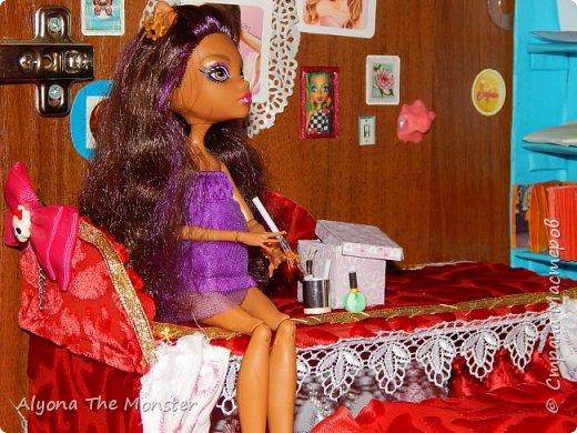 Дело было вечером, делать было нечего. Вчера у Хоулин был День рождения и она получила замечательные подарки. Клод и Клодия подарили сестре комплект украшений из жемчуга, а Клодин сшила для неё красивое платье. Я подарила ей шкатулку для украшений. фото 7