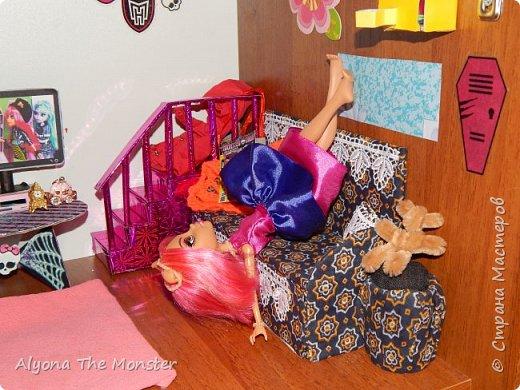 Дело было вечером, делать было нечего. Вчера у Хоулин был День рождения и она получила замечательные подарки. Клод и Клодия подарили сестре комплект украшений из жемчуга, а Клодин сшила для неё красивое платье. Я подарила ей шкатулку для украшений. фото 3