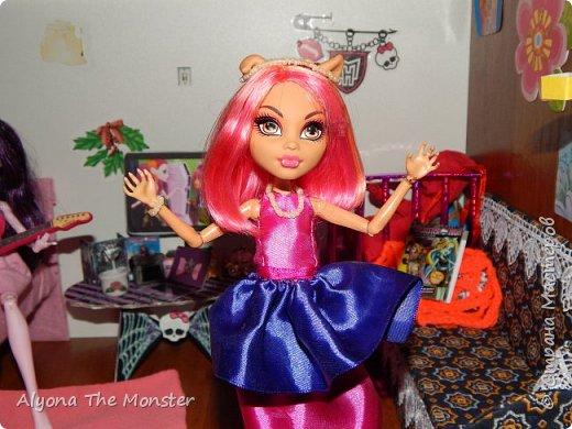 Дело было вечером, делать было нечего. Вчера у Хоулин был День рождения и она получила замечательные подарки. Клод и Клодия подарили сестре комплект украшений из жемчуга, а Клодин сшила для неё красивое платье. Я подарила ей шкатулку для украшений. фото 11