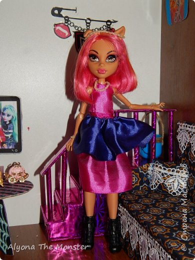 Дело было вечером, делать было нечего. Вчера у Хоулин был День рождения и она получила замечательные подарки. Клод и Клодия подарили сестре комплект украшений из жемчуга, а Клодин сшила для неё красивое платье. Я подарила ей шкатулку для украшений. фото 17