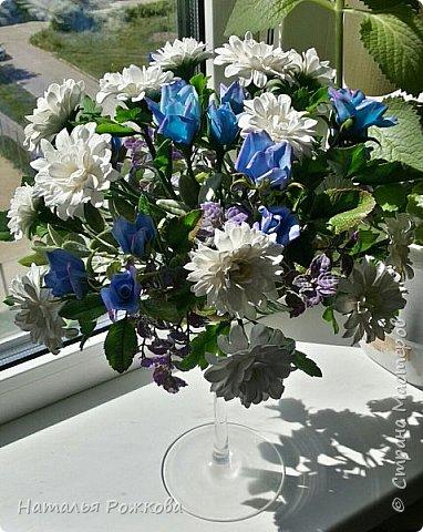 Мастер-класс Лепка Моя небольшая композиция хризантемы и розы А также мк по хризантемам и описание цвета синих роз проблема та еще  Фарфор холодный фото 1