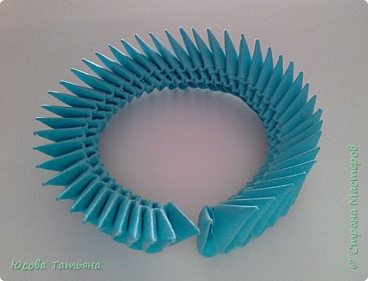 """Основу сервиза собирала по спирали (подробный способ сборки """"спираль"""" я описала в этом МК http://stranamasterov.ru/node/938113, а крышки, блюдце, ручки и ложку - в обычной технике модульного оригами. фото 5"""