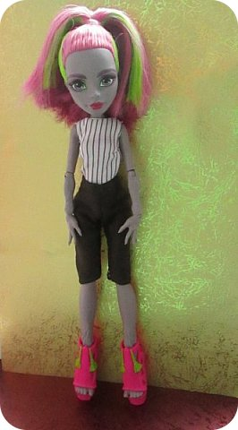 Всем привет!  Не так давно я прилетела из солнечной Турции, а со мной Марисоль!  Очаровательная куколка, с просто огромным размером ноги, из обуви ей наверно подойдет только хенд мейд...  фото 2