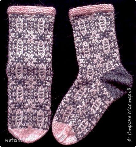 Доброго всем времени суток. Представляю носочки и рукавички связанные в технике жаккард. Рукавички связаны спицами 2,25 нитки шерсть 300м/100г фото 4
