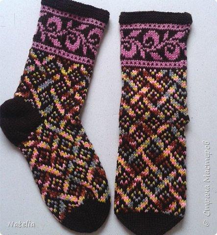 Доброго всем времени суток. Представляю носочки и рукавички связанные в технике жаккард. Рукавички связаны спицами 2,25 нитки шерсть 300м/100г фото 15