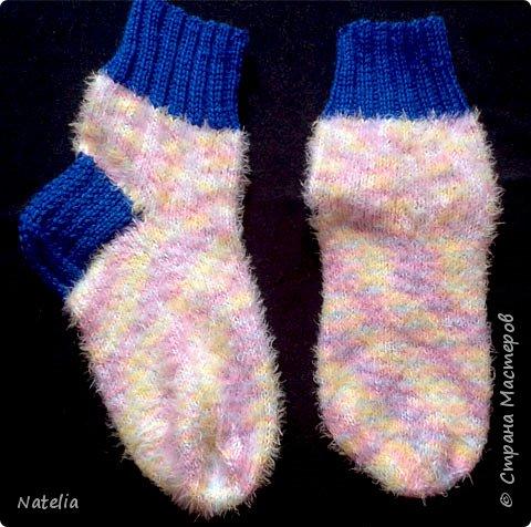 Доброго всем времени суток. Представляю носочки и рукавички связанные в технике жаккард. Рукавички связаны спицами 2,25 нитки шерсть 300м/100г фото 23