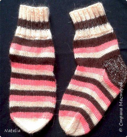 Доброго всем времени суток. Представляю носочки и рукавички связанные в технике жаккард. Рукавички связаны спицами 2,25 нитки шерсть 300м/100г фото 24