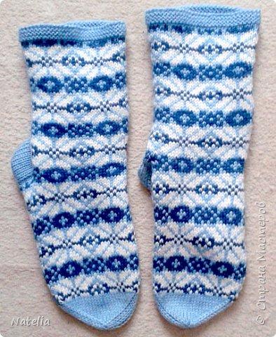 Доброго всем времени суток. Представляю носочки и рукавички связанные в технике жаккард. Рукавички связаны спицами 2,25 нитки шерсть 300м/100г фото 10