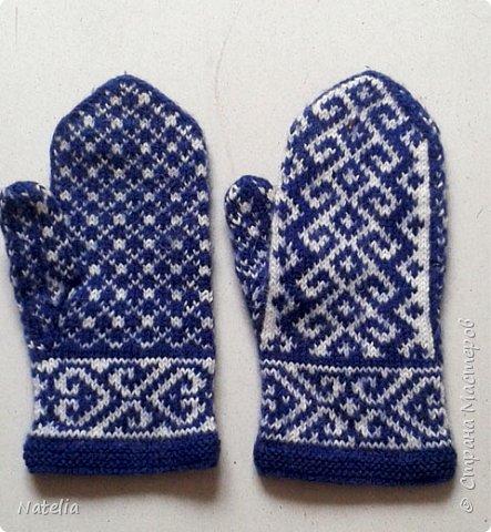 Доброго всем времени суток. Представляю носочки и рукавички связанные в технике жаккард. Рукавички связаны спицами 2,25 нитки шерсть 300м/100г фото 33